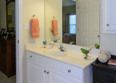 Town Village Vestavia Hills: Bath Room